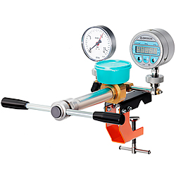 Small-sized hydraulic-pneumatic press